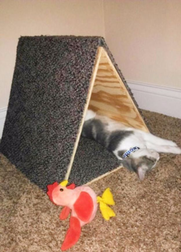 DIY Ideas With Carpet Scraps - Triangle Kitty Fort - Cool Crafts To Make With Old Carpet Remnants - Cheap Do It Yourself Gifts and Home Decor on A Budget - Creative But Cheap Ideas for Decorating Your House and Room - Painted, No Sew and Creative Arts and Craft Projects http://diyjoy.com/diy-ideas-carpet-scraps