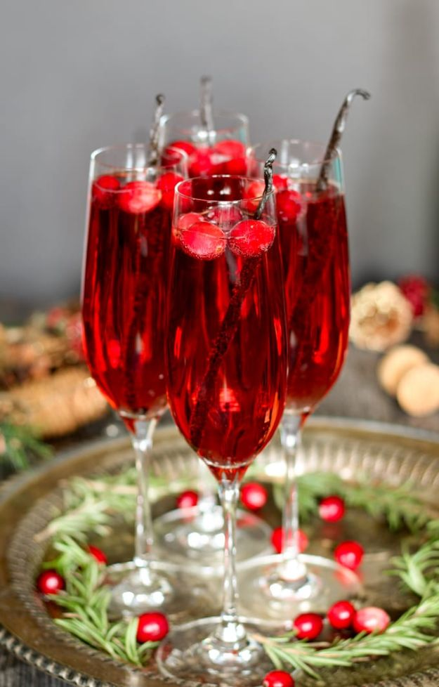 Best Drink Recipes for New Years Eve - Vanilla Cranberry Mimosa - Creative Cocktails, Drinks, Champagne Toasts, and Punch Mixes for A New Year's Eve Party - Ideas for Serving, Glasses, Fun Ideas for Shots and Cocktails - Easy Vodka Recipes, Non Alcoholic, Whisky Rum and Party Punches #newyearseve