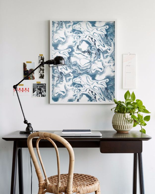 DIY Ideas for Wallpaper Scraps - An Affordable Wallpaper Trick - Cute Projects and Easy DIY Gift Ideas to Make With Leftover Wall Paper - Fun Home Decor, Homemade Wall Art Idea Tutorials, Creative Ways to Use Old Wallpapers - Cool Crafts for Men, Women and Teens http://diyjoy.com/diy-ideas-wallpaper-scraps