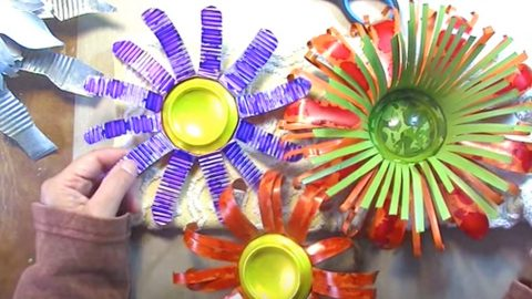 She Makes These Amazing Flowers And What She Makes Them Out Of Will Blow You Away!   DIY Joy Projects and Crafts Ideas