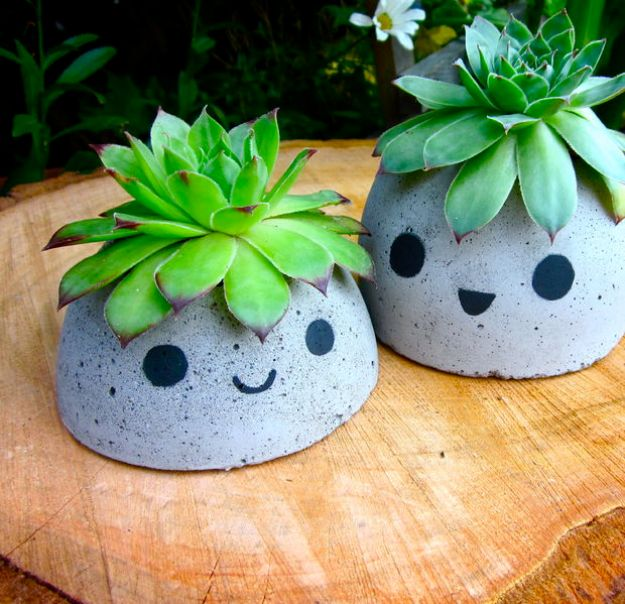 DIY Outdoor Planters - Cute Concrete Planter - Easy Planter Ideas to Make for The Porch, Pation and Backyard - Your Plants Will Love These DIY Plant Holders, Potting Ideas and Planter Boxes - Gardening DIY for Big and Small Plants Outdoors - Concrete, Wood, Cheap, Simple, Modern and Rustic Projects With Step by Step Instructions http://diyjoy.com/diy-oudoor-planters