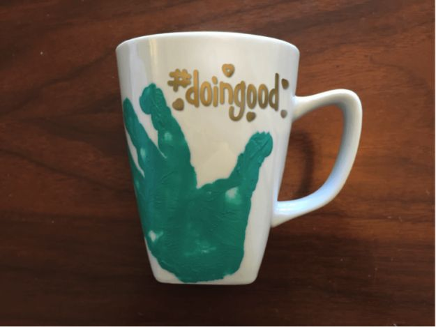 DIY Coffee Mugs - DIY Handprint Mug - Easy Coffee Mug Ideas for Homemade Gifts and Crafts - Decorate Your Coffee Cups and Tumblers With These Cool Art Ideas - Glitter, Paint, Sharpie Craft, Nail Polish Water Marble and Teen Projects http://diyjoy.com/diy-coffee-mugs