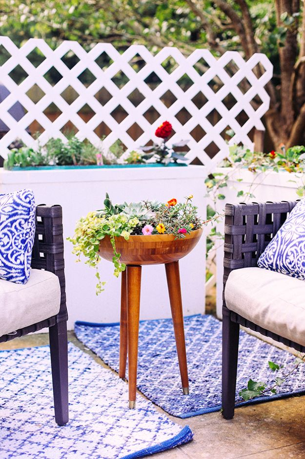 DIY Outdoor Planters - DIY Tripod Planter - Easy Planter Ideas to Make for The Porch, Pation and Backyard - Your Plants Will Love These DIY Plant Holders, Potting Ideas and Planter Boxes - Gardening DIY for Big and Small Plants Outdoors - Concrete, Wood, Cheap, Simple, Modern and Rustic Projects With Step by Step Instructions http://diyjoy.com/diy-oudoor-planters