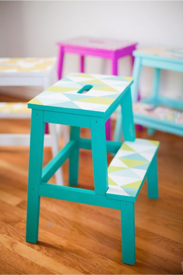 DIY Ideas for Wallpaper Scraps - DIY Wallpaper Stools - Cute Projects and Easy DIY Gift Ideas to Make With Leftover Wall Paper - Fun Home Decor, Homemade Wall Art Idea Tutorials, Creative Ways to Use Old Wallpapers - Cool Crafts for Men, Women and Teens http://diyjoy.com/diy-ideas-wallpaper-scraps