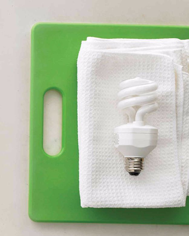 Best Spring Cleaning Ideas - Dust Lightbulbs - Easy Cleaning Tips For Home - DIY Cleaning Hacks and Product Recipes - Tips and Tricks for Cleaning the Bathroom, Kitchen, Floors and Countertops - Cheap Solutions for A Clean House #springcleaning