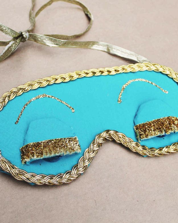DIY Sleep Masks - Holly Golightly's Sleep Mask - Cute and Easy Ideas for Making a Homemade Sleep Mask - Best DIY Gift Ideas for Her - Cool Crafts To Make and Sell On Etsy - Creative Presents for Girls, Women and Teens - Do It Yourself Sleeping With Words, Accents and Fun Accessories for Relaxing   #diy #diygifts