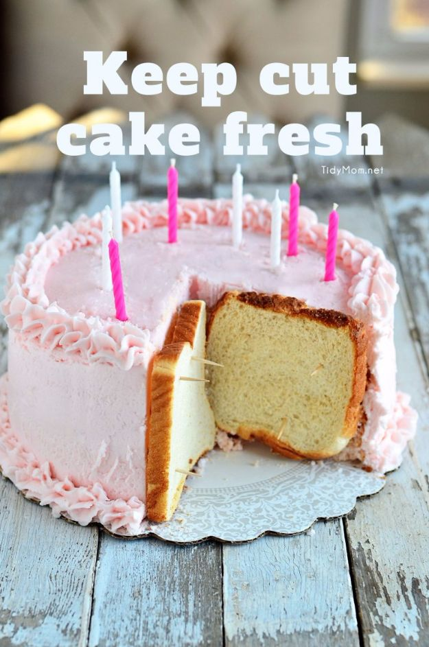 Baking Hacks - Keep Cut Cake Fresh - A List of Easy Hacks For Your Favorite Baking Recipes - Simple Tips and Tricks To Use When You Bake - Quick Ways to Bake Cake, Cupcakes, Desserts and Cookies - Best Kitchen Lifehacks for Bakers Favorite DIY Recipe http://diyjoy.com/best-baking-hacks