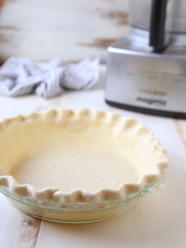 Baking Hacks - Make A Pie Crust In A Food Processor - A List of Easy Hacks For Your Favorite Baking Recipes - Simple Tips and Tricks To Use When You Bake - Quick Ways to Bake Cake, Cupcakes, Desserts and Cookies - Best Kitchen Lifehacks for Bakers Favorite DIY Recipe http://diyjoy.com/best-baking-hacks