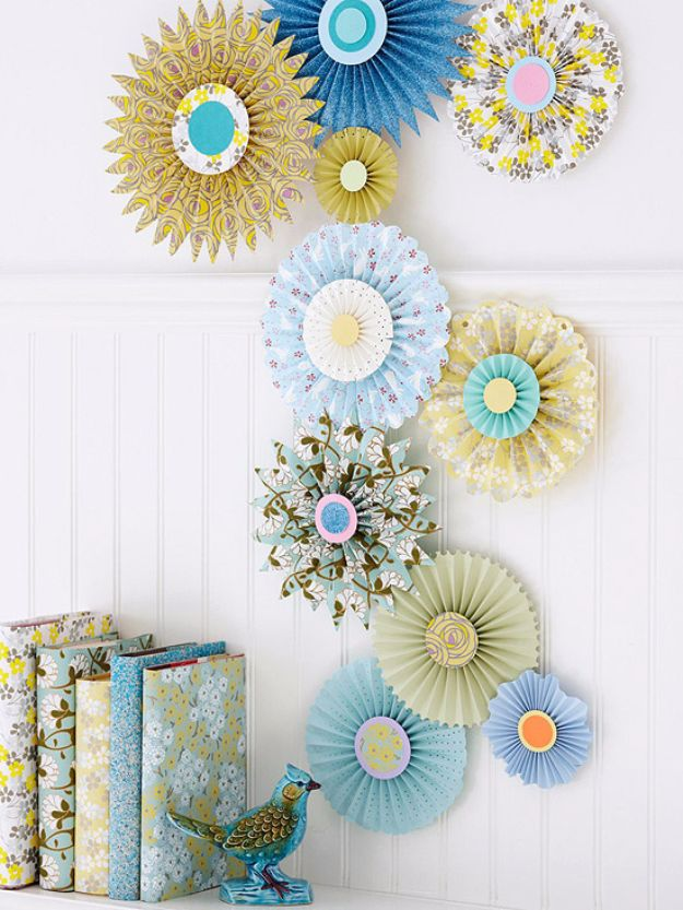 DIY Ideas for Wallpaper Scraps - Make Pinwheel Decorations - Cute Projects and Easy DIY Gift Ideas to Make With Leftover Wall Paper - Fun Home Decor, Homemade Wall Art Idea Tutorials, Creative Ways to Use Old Wallpapers - Cool Crafts for Men, Women and Teens http://diyjoy.com/diy-ideas-wallpaper-scraps