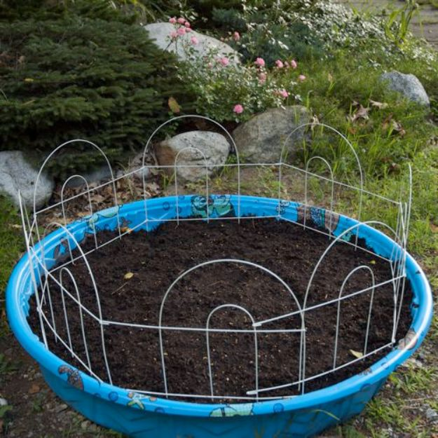 DIY Garden Beds - Plastic Kiddie Pool into a Garden Bed - Easy Gardening Ideas for Raised Beds and Planter Boxes - Free Plans, Tutorials and Step by Step Tutorials for Building and Landscaping Projects - Update Your Backyard and Gardens With These Cheap Do It Yourself Ideas http://diyjoy.com/diy-garden-beds