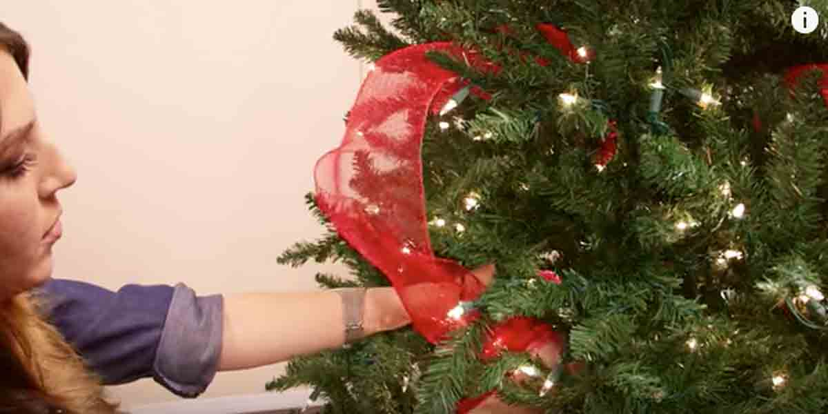 If You Are Wondering How The Professionals Put Ribbon On A Tree Watch How She Does This