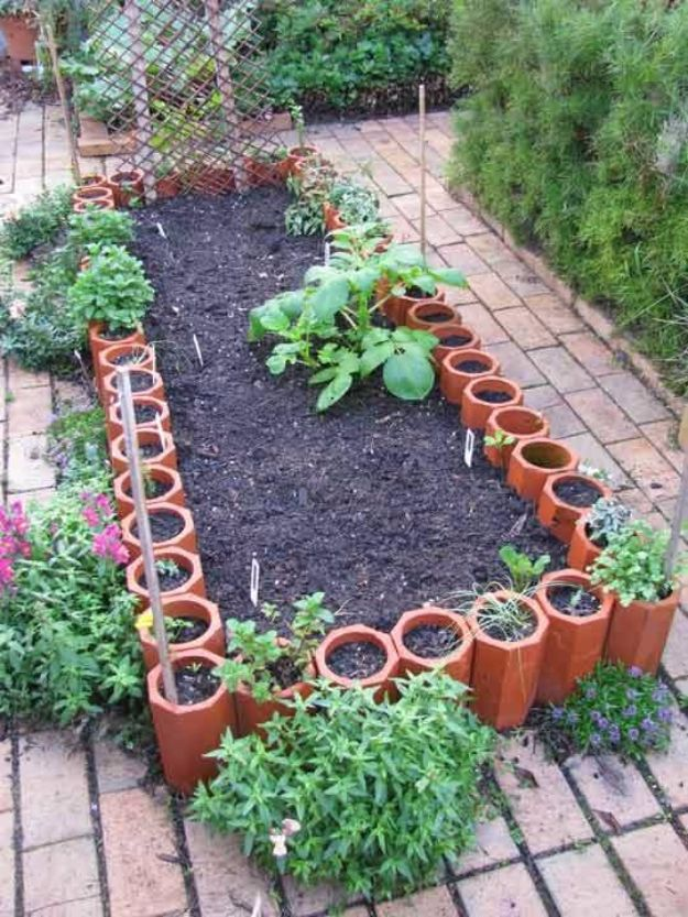 DIY Garden Beds - Veggie Garden Bed - Easy Gardening Ideas for Raised Beds and Planter Boxes - Free Plans, Tutorials and Step by Step Tutorials for Building and Landscaping Projects - Update Your Backyard and Gardens With These Cheap Do It Yourself Ideas http://diyjoy.com/diy-garden-beds