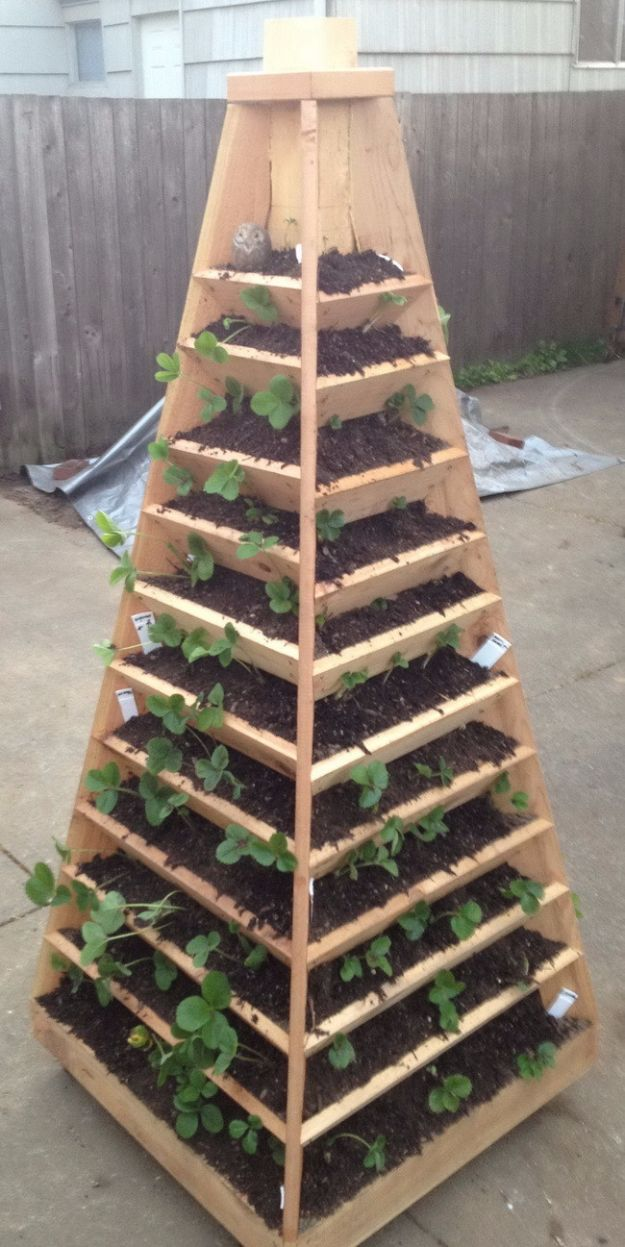 DIY Garden Beds - Vertical Garden Bed - Easy Gardening Ideas for Raised Beds and Planter Boxes - Free Plans, Tutorials and Step by Step Tutorials for Building and Landscaping Projects - Update Your Backyard and Gardens With These Cheap Do It Yourself Ideas http://diyjoy.com/diy-garden-beds