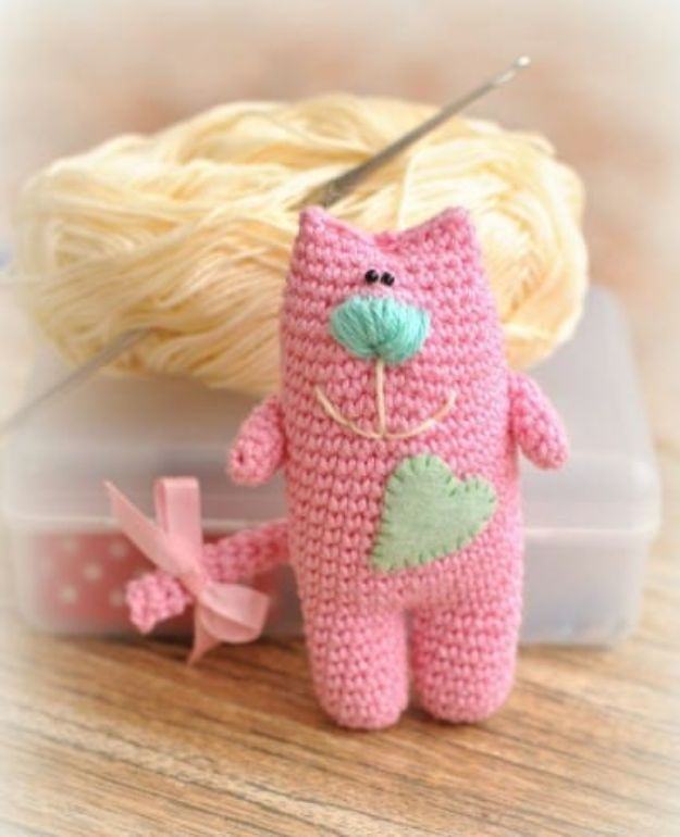 DIY Ideas With Cats - Amigurumi Cat - Cute and Easy DIY Projects for Cat Lovers - Wall and Home Decor Projects, Things To Make and Sell on Etsy - Quick Gifts to Make for Friends Who Have Kittens and Kitties - Homemade No Sew Projects- Fun Jewelry, Cool Clothes, Pillows and Kitty Accessories http://diyjoy.com/diy-ideas-cats