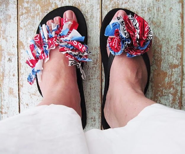 DIY Ideas With Bandanas - Bandana Flip Flops - Bandana Crafts and Decor Projects Made With A Bandana - No Sew Ideas, Bags, Bracelets, Hats, Halter Tops, Blankets and Quilts, Headbands, Simple Craft Project Tutorials for Kids and Teens - Home Decoration and Country Themed Crafts To Make and Sell On Etsy http://diyjoy.com/diy-ideas-bandanas