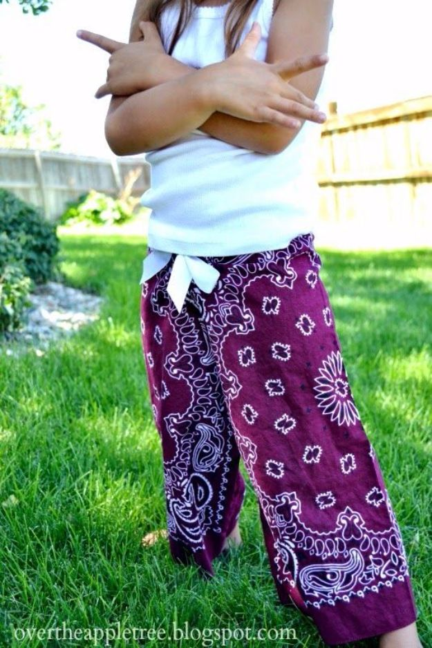 DIY Ideas With Bandanas - Bandana Pants - Bandana Crafts and Decor Projects Made With A Bandana - No Sew Ideas, Bags, Bracelets, Hats, Halter Tops, Blankets and Quilts, Headbands, Simple Craft Project Tutorials for Kids and Teens - Home Decoration and Country Themed Crafts To Make and Sell On Etsy http://diyjoy.com/diy-ideas-bandanas