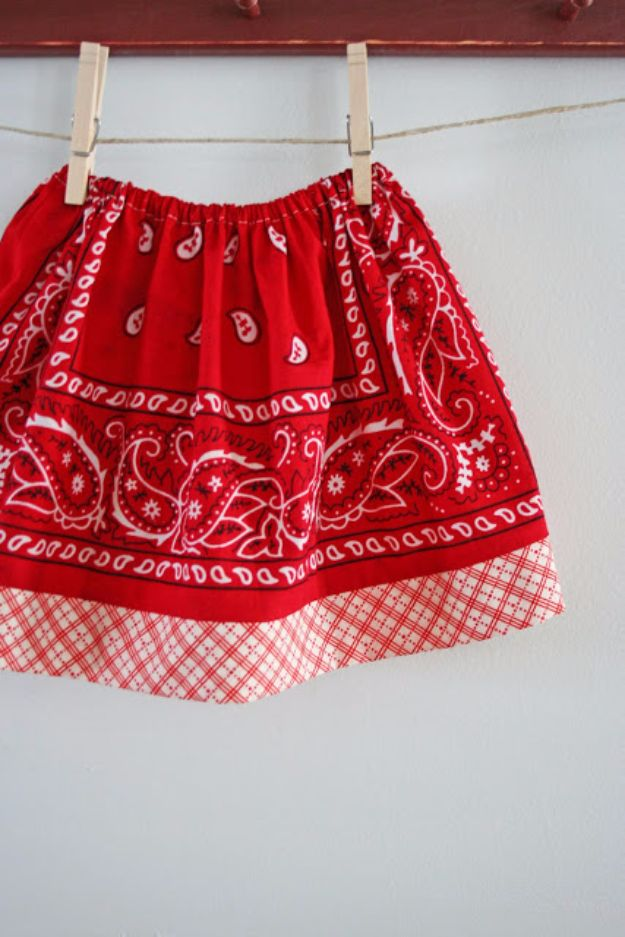 DIY Ideas With Bandanas - Bandana Skirt - Bandana Crafts and Decor Projects Made With A Bandana - No Sew Ideas, Bags, Bracelets, Hats, Halter Tops, Blankets and Quilts, Headbands, Simple Craft Project Tutorials for Kids and Teens - Home Decoration and Country Themed Crafts To Make and Sell On Etsy http://diyjoy.com/diy-ideas-bandanas