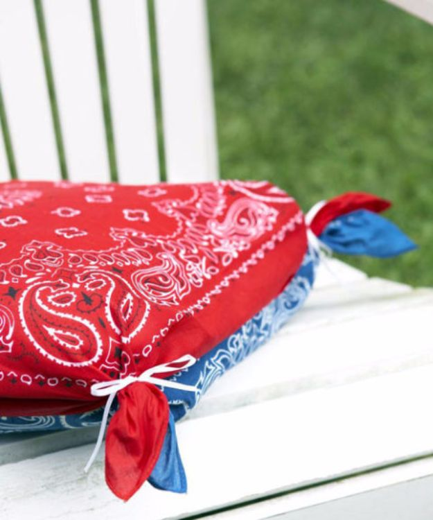 DIY Ideas With Bandanas - Bandanna Cushions - Bandana Crafts and Decor Projects Made With A Bandana - No Sew Ideas, Bags, Bracelets, Hats, Halter Tops, Blankets and Quilts, Headbands, Simple Craft Project Tutorials for Kids and Teens - Home Decoration and Country Themed Crafts To Make and Sell On Etsy http://diyjoy.com/diy-ideas-bandanas