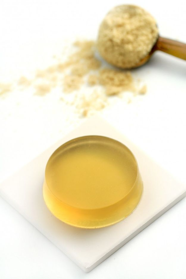 DIY Soap Recipes - Brown Sugar and Vanilla Handmade Soap - Melt and Pour, Homemade Recipe Without Lye - Natural Soap crafts for Kids - Shea Butter, Essential Oils, Easy Ides With 3 Ingredients - soap recipes with step by step tutorials #soap #diygifts