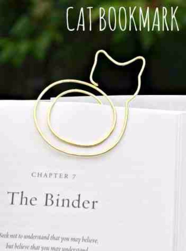DIY Ideas With Cats - Cat Bookmark - Cute and Easy DIY Projects for Cat Lovers - Wall and Home Decor Projects, Things To Make and Sell on Etsy - Quick Gifts to Make for Friends Who Have Kittens and Kitties - Homemade No Sew Projects- Fun Jewelry, Cool Clothes, Pillows and Kitty Accessories http://diyjoy.com/diy-ideas-cats