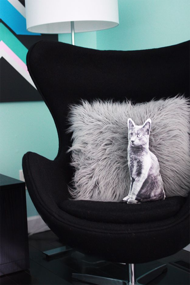 DIY Ideas With Cats - Cat Pillow DIY - Cute and Easy DIY Projects for Cat Lovers - Wall and Home Decor Projects, Things To Make and Sell on Etsy - Quick Gifts to Make for Friends Who Have Kittens and Kitties - Homemade No Sew Projects- Fun Jewelry, Cool Clothes, Pillows and Kitty Accessories http://diyjoy.com/diy-ideas-cats