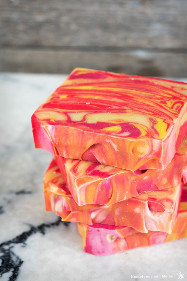 DIY Soap Recipes - Citrus Summer Punch Swirl Soap - Melt and Pour, Homemade Recipe Without Lye - Natural Soap crafts for Kids - Shea Butter, Essential Oils, Easy Ides With 3 Ingredients - soap recipes with step by step tutorials #soap #diygifts