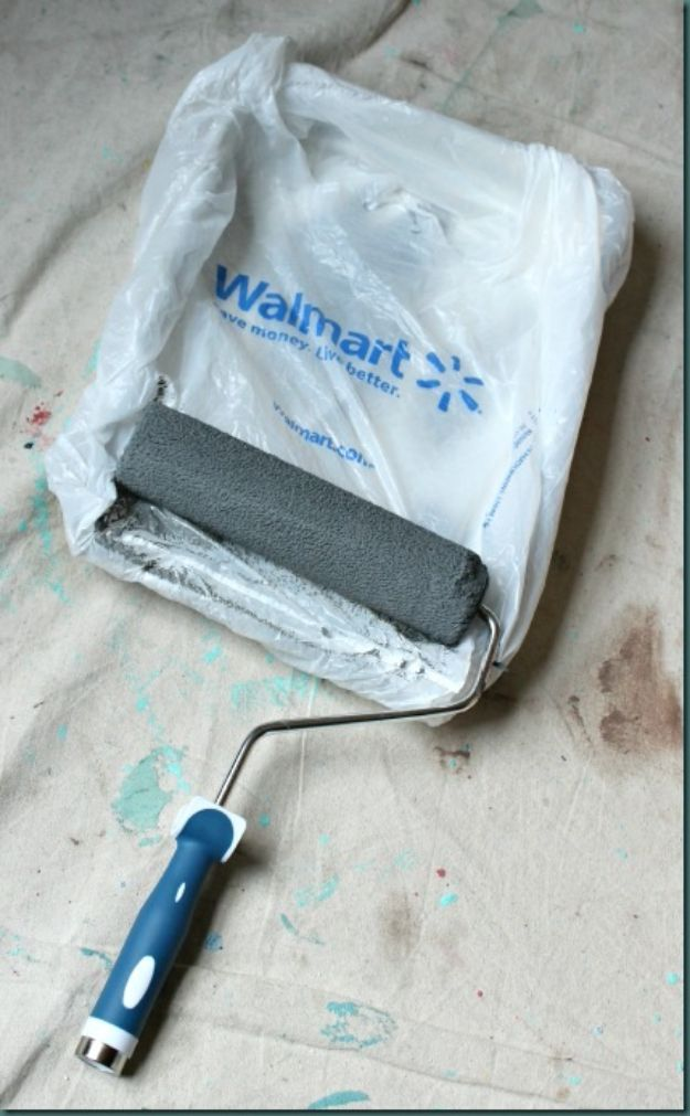 DIY Painting Hacks - Cover Your Paint Tray in a Wal-Mart Bag - Easy Ways To Shortcut House Painting - Wall Prep, Painters Tape, Trim, Edging, Ceiling, Exterior Cutting In, Furniture and Crafts Paint Tips - Paint Your House Or Your Room With These Time Saving Painter Hacks and Quick Tricks http://diyjoy.com/diy-painting-hacks