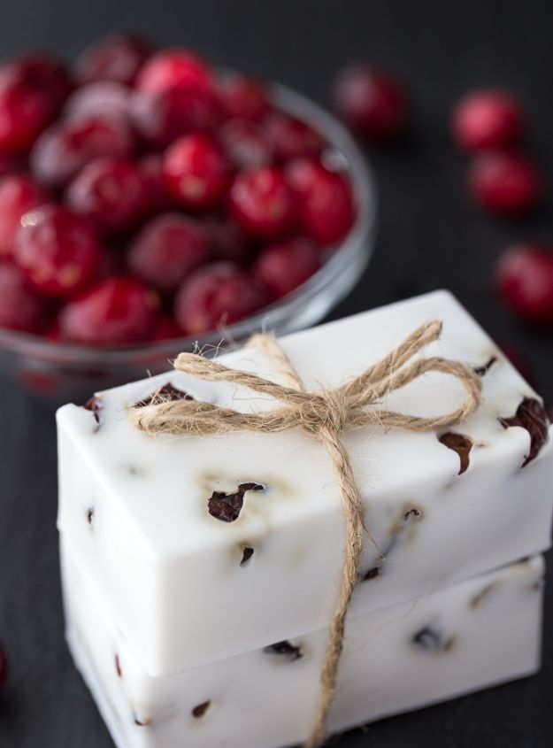 DIY Soap Recipes - Cranberry Vanilla Shea Butter Soap - Melt and Pour, Homemade Recipe Without Lye - Natural Soap crafts for Kids - Shea Butter, Essential Oils, Easy Ides With 3 Ingredients - soap recipes with step by step tutorials #soap #diygifts