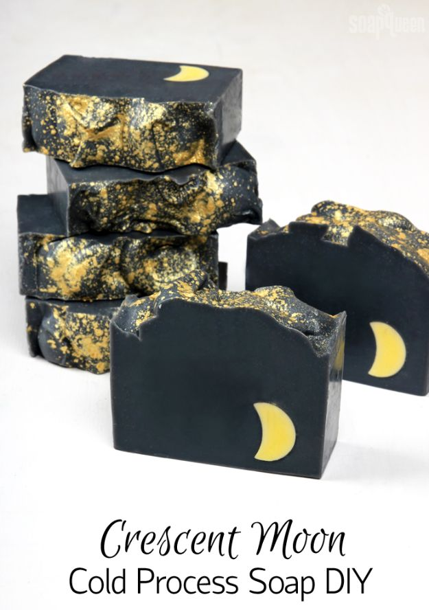 DIY Soap Recipes - Crescent Moon Cold Process Soap - Melt and Pour, Homemade Recipe Without Lye - Natural Soap crafts for Kids - Shea Butter, Essential Oils, Easy Ides With 3 Ingredients - soap recipes with step by step tutorials #soap #diygifts