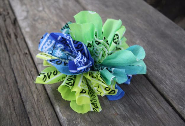 DIY Ideas With Bandanas - DIY Bandana Flower - Bandana Crafts and Decor Projects Made With A Bandana - No Sew Ideas, Bags, Bracelets, Hats, Halter Tops, Blankets and Quilts, Headbands, Simple Craft Project Tutorials for Kids and Teens - Home Decoration and Country Themed Crafts To Make and Sell On Etsy http://diyjoy.com/diy-ideas-bandanas