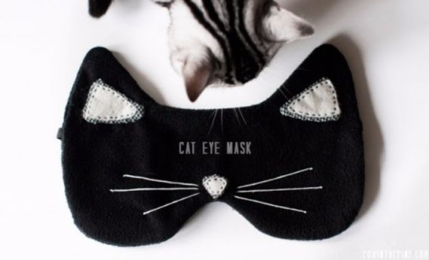 DIY Ideas With Cats - DIY Cat Eye Mask - Cute and Easy DIY Projects for Cat Lovers - Wall and Home Decor Projects, Things To Make and Sell on Etsy - Quick Gifts to Make for Friends Who Have Kittens and Kitties - Homemade No Sew Projects- Fun Jewelry, Cool Clothes, Pillows and Kitty Accessories http://diyjoy.com/diy-ideas-cats