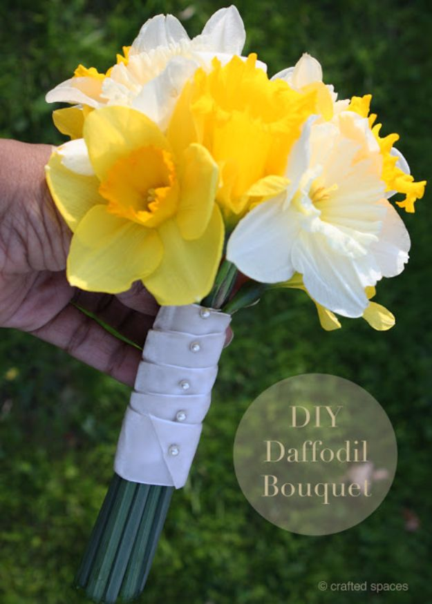 DIY Flowers for Weddings - DIY Daffodil Bouquet - Centerpieces, Bouquets, Arrangements for Wedding Ceremony - Aisle Ideas, Rustic Bouquet Projects - Paper, Cheap, Fake Floral, Silk Flower Centerpiece To Make For Brides on A Budget - Decor for Spring, Summer, Winter and Fall http://diyjoy.com/diy-flowers-for-weddings
