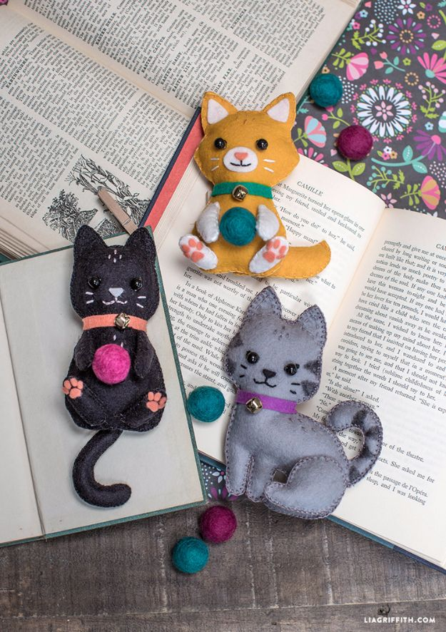 DIY Ideas With Cats - DIY Felt Craft Kittens - Cute and Easy DIY Projects for Cat Lovers - Wall and Home Decor Projects, Things To Make and Sell on Etsy - Quick Gifts to Make for Friends Who Have Kittens and Kitties - Homemade No Sew Projects- Fun Jewelry, Cool Clothes, Pillows and Kitty Accessories http://diyjoy.com/diy-ideas-cats
