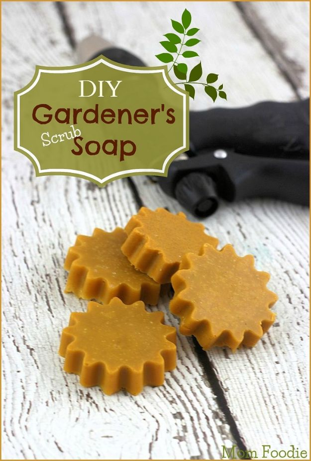 DIY Soap Recipes - DIY Gardener's Scrub Soap - Melt and Pour, Homemade Recipe Without Lye - Natural Soap crafts for Kids - Shea Butter, Essential Oils, Easy Ides With 3 Ingredients - soap recipes with step by step tutorials #soap #diygifts