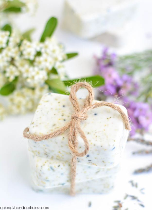 DIY Soap Recipes - DIY Lavender Chamomile Tea Soap - Melt and Pour, Homemade Recipe Without Lye - Natural Soap crafts for Kids - Shea Butter, Essential Oils, Easy Ides With 3 Ingredients - soap recipes with step by step tutorials #soap #diygifts
