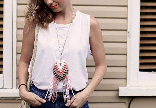Macrame Crafts - DIY Roped Macrame Necklace - DIY Ideas and Easy Macrame Projects for Home Decor, Gifts and Wall Art - Cool Bracelets, Plant Holders, Beautiful Dream Catchers, Things To Make and Sell on Etsy, How To Make Knots for Your Macrame Craft Projects, Fun Ideas Even Kids and Teens Can Make #macrame #crafts #diyideas