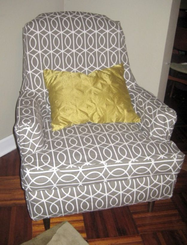 DIY Slipcovers - Easy Slipcover - Do It Yourself Slip Covers For Furniture - No Sew Ideas, Easy Fabrics Four Couch and Sofa Cover - Chair Projects and Ideas, How To Make a Slip cover with step by step tutorial and instructions - Cool DIY Home and Living Room Decor #slipcovers #diydecor