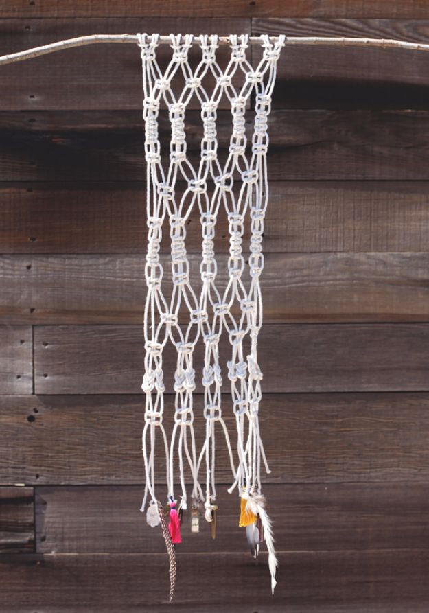 Macrame Crafts - Feather And Macrame Wall Hanging - DIY Ideas and Easy Macrame Projects for Home Decor, Gifts and Wall Art - Cool Bracelets, Plant Holders, Beautiful Dream Catchers, Things To Make and Sell on Etsy, How To Make Knots for Your Macrame Craft Projects, Fun Ideas Even Kids and Teens Can Make #macrame #crafts #diyideas