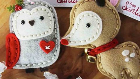 She Makes These Adorable Felt Ornaments And Uses Them Along With Her Gift Tags! | DIY Joy Projects and Crafts Ideas