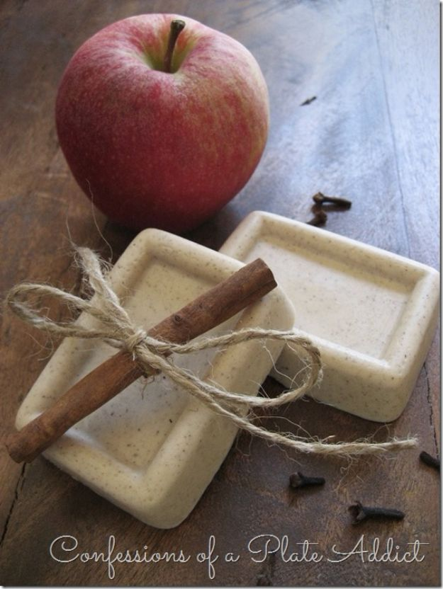 DIY Soap Recipes - Five Minute Spiced Apple Goats Milk Soap - Melt and Pour, Homemade Recipe Without Lye - Natural Soap crafts for Kids - Shea Butter, Essential Oils, Easy Ides With 3 Ingredients - soap recipes with step by step tutorials #soap #diygifts