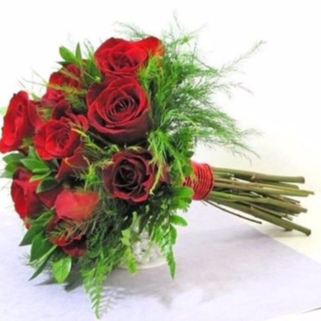 DIY Flowers for Weddings - Hand Tied Bridal Bouquet - Centerpieces, Bouquets, Arrangements for Wedding Ceremony - Aisle Ideas, Rustic Bouquet Projects - Paper, Cheap, Fake Floral, Silk Flower Centerpiece To Make For Brides on A Budget - Decor for Spring, Summer, Winter and Fall http://diyjoy.com/diy-flowers-for-weddings