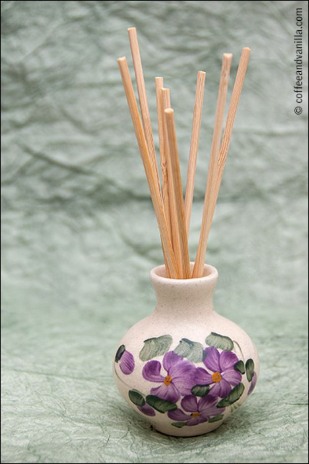 DIY Home Fragrance Ideas - Homemade Reed Diffusers - Homemade Reed Diffusers - Easy Ways To Make your House and Home Smell Good - Essential Oils, Diffusers, DIY Lampe Berger Oil, Candles, Room Scents and Homemade Recipes for Odor Removal - Relaxing Lavender, Fresh Clean Smells, Lemon, Herb http://diyjoy.com/diy-home-fragrance-ideas