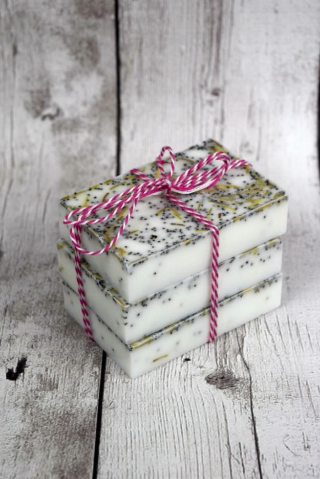DIY Soap Recipes - Homemade Rosemary Mint Soap - Melt and Pour, Homemade Recipe Without Lye - Natural Soap crafts for Kids - Shea Butter, Essential Oils, Easy Ides With 3 Ingredients - soap recipes with step by step tutorials #soap #diygifts