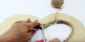 Watch How Easily She Makes These 5 Cool Decor Pieces Out Of Jute!