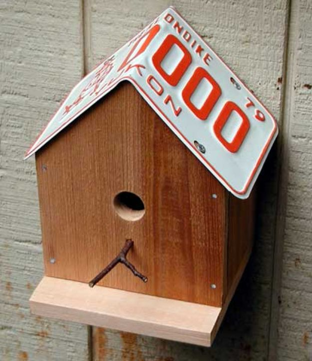 DIY Bird Houses - License Plate Birdhouse - Easy Bird House Ideas for Kids and Adult To Make - Free Plans and Tutorials for Wooden, Simple, Upcyle Designs, Recycle Plastic and Creative Ways To Make Rustic Outdoor Decor and a Home for the Birds - Fun Projects for Your Backyard This Summer