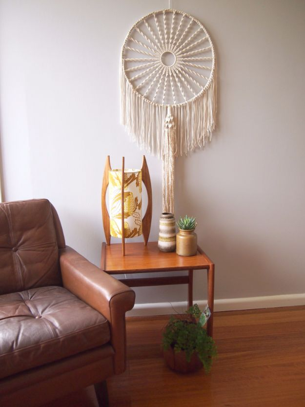 Macrame Crafts - Macrame Dreamcatcher - DIY Ideas and Easy Macrame Projects for Home Decor, Gifts and Wall Art - Cool Bracelets, Plant Holders, Beautiful Dream Catchers, Things To Make and Sell on Etsy, How To Make Knots for Your Macrame Craft Projects, Fun Ideas Even Kids and Teens Can Make #macrame #crafts #diyideas