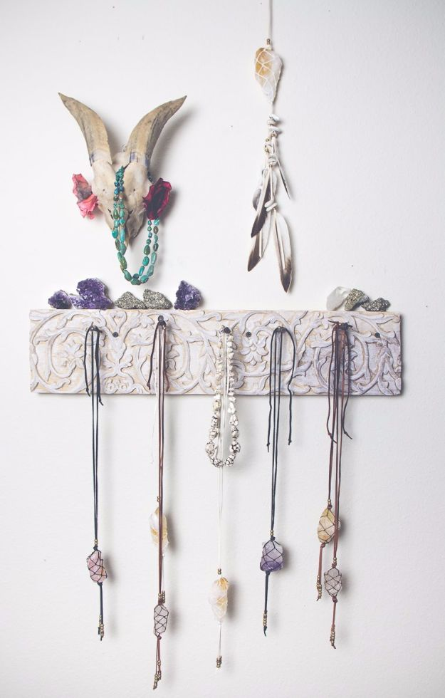 Macrame Crafts - Macrame Healing Crystals - DIY Ideas and Easy Macrame Projects for Home Decor, Gifts and Wall Art - Cool Bracelets, Plant Holders, Beautiful Dream Catchers, Things To Make and Sell on Etsy, How To Make Knots for Your Macrame Craft Projects, Fun Ideas Even Kids and Teens Can Make #macrame #crafts #diyideas