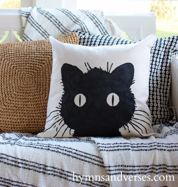 DIY Ideas With Cats - No Sew DIY Black Cat Pillow Cover - Cute and Easy DIY Projects for Cat Lovers - Wall and Home Decor Projects, Things To Make and Sell on Etsy - Quick Gifts to Make for Friends Who Have Kittens and Kitties - Homemade No Sew Projects- Fun Jewelry, Cool Clothes, Pillows and Kitty Accessories http://diyjoy.com/diy-ideas-cats