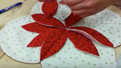 How to Make A Poinsettia Table Runner | DIY Joy Projects and Crafts Ideas