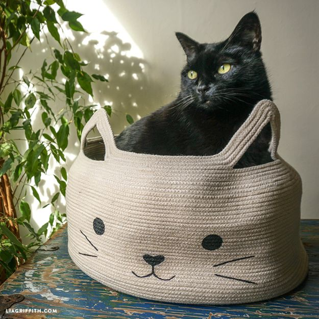 DIY Ideas With Cats - Rope Bowl Cat Bed - Cute and Easy DIY Projects for Cat Lovers - Wall and Home Decor Projects, Things To Make and Sell on Etsy - Quick Gifts to Make for Friends Who Have Kittens and Kitties - Homemade No Sew Projects- Fun Jewelry, Cool Clothes, Pillows and Kitty Accessories http://diyjoy.com/diy-ideas-cats